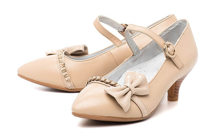 Бежевые школьные туфли для девочек