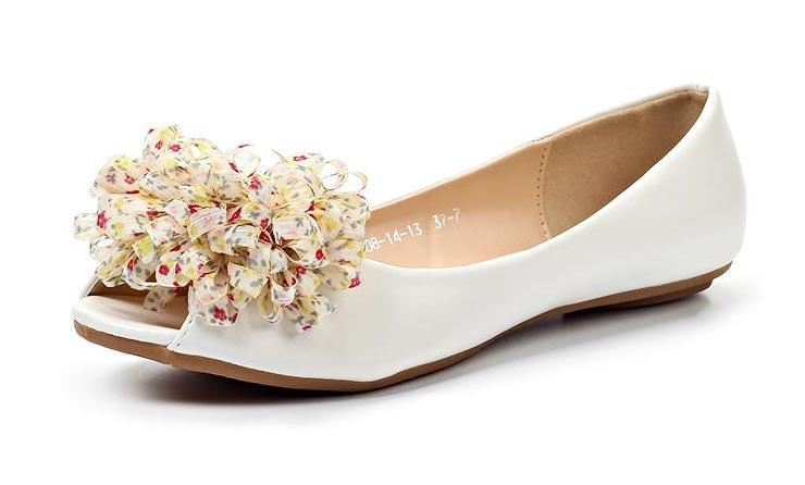 Белые женские туфли без каблука