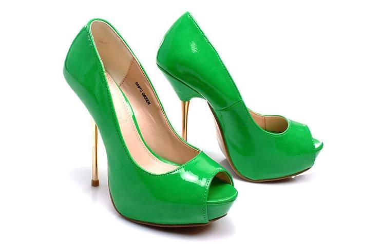 Лаковые зеленые женские туфли на высоком каблуке