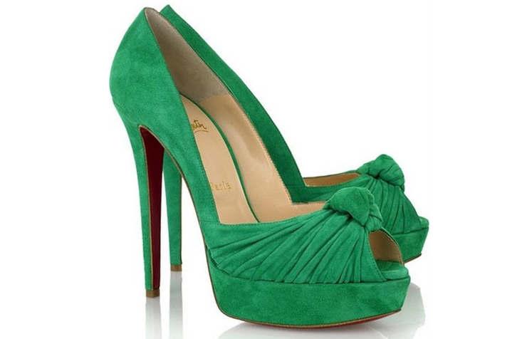 Зеленые замшевые туфли на высоком каблуке