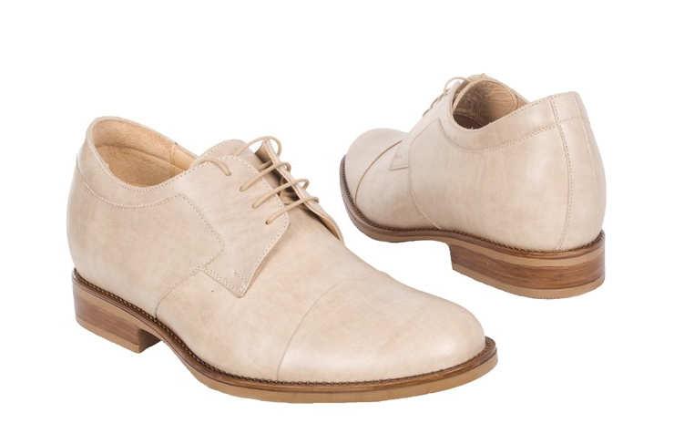 Бежевые туфли на шнурках
