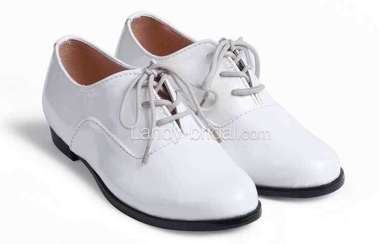 Белые туфли для мальчиков на шнурках