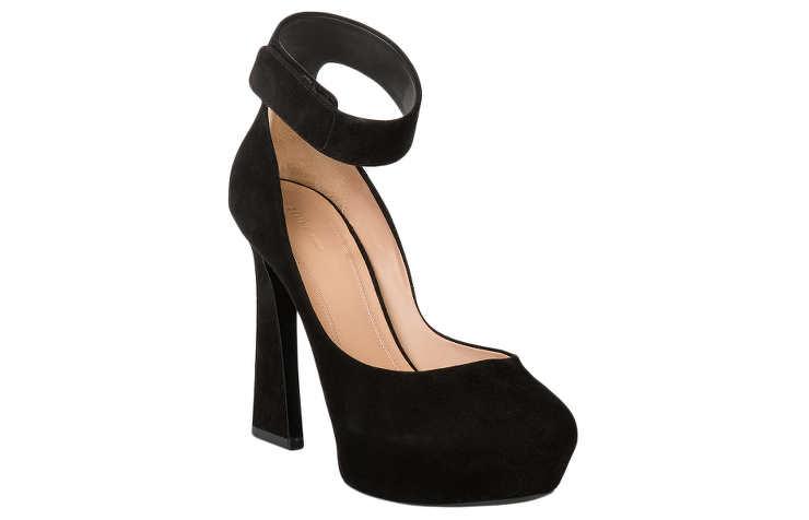 Черные замшевые туфли на высоком каблуке