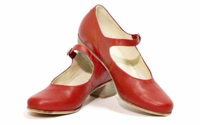 Красные туфли для народного танца