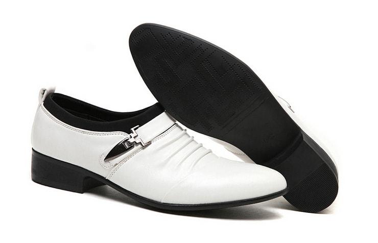 Белые мужские туфли