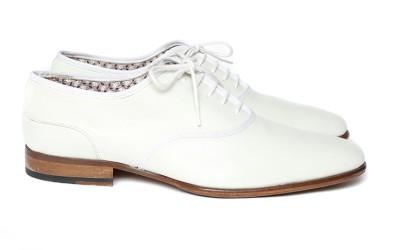 Белые туфли со шнурками