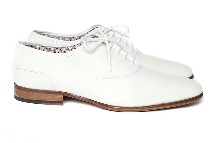 Белые иужские туфли