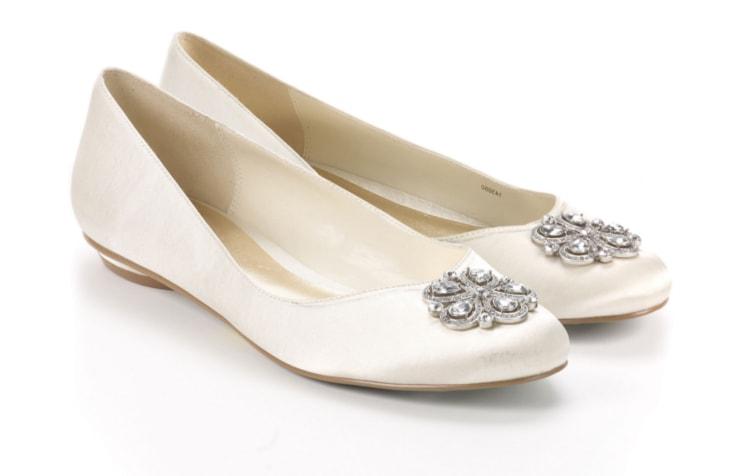 Свадебные туфли без каблука, украшенные крупными камнями