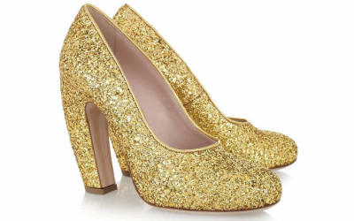 Золотые туфли на каблуке