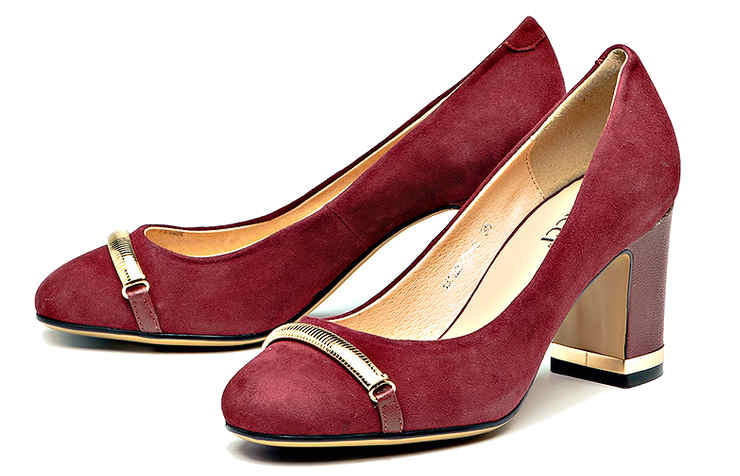 Бордовые замшевые туфли на среднем каблуке