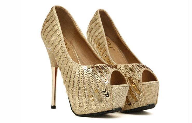 Туфли с золотыми пайетками и платформой на высоком тонком каблуке