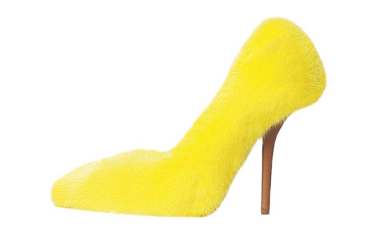 Желтые туфли из меха на шпильке