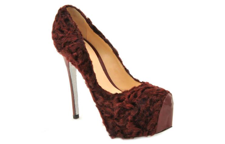 Красивые туфли из каракуля