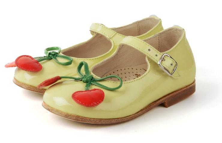 Оригинальные туфли для девочек с вишенками от итальянских дизайнеров детской обуви.