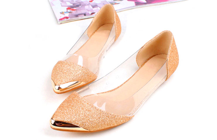 Прозрачные туфли с золотой отделкой