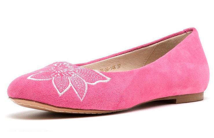Розовые балетки из велюра
