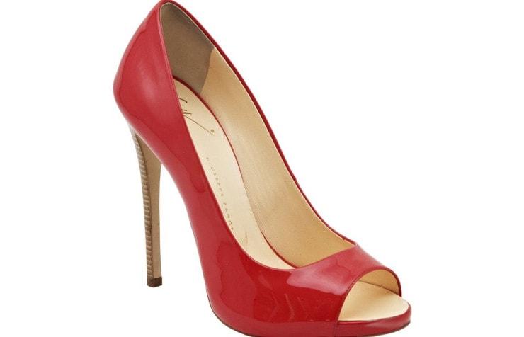 Красные туфли на шпильке с открытым мыском