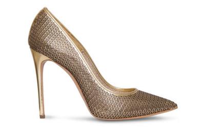 Золотые туфли с цепями в декоре