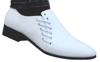 Белые туфли с оригинальной шнуровкой