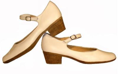 Бежевые туфли для народных танцев