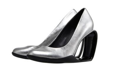 Серебристые туфли на треугольном каблуке