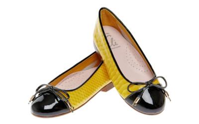 Желтые лаковые туфли для девочек