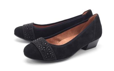 Замшевые туфли со стразами