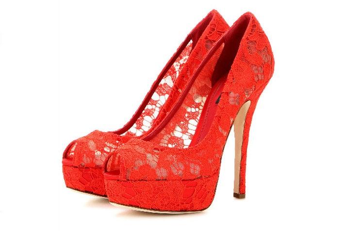 Кружевные красные туфли